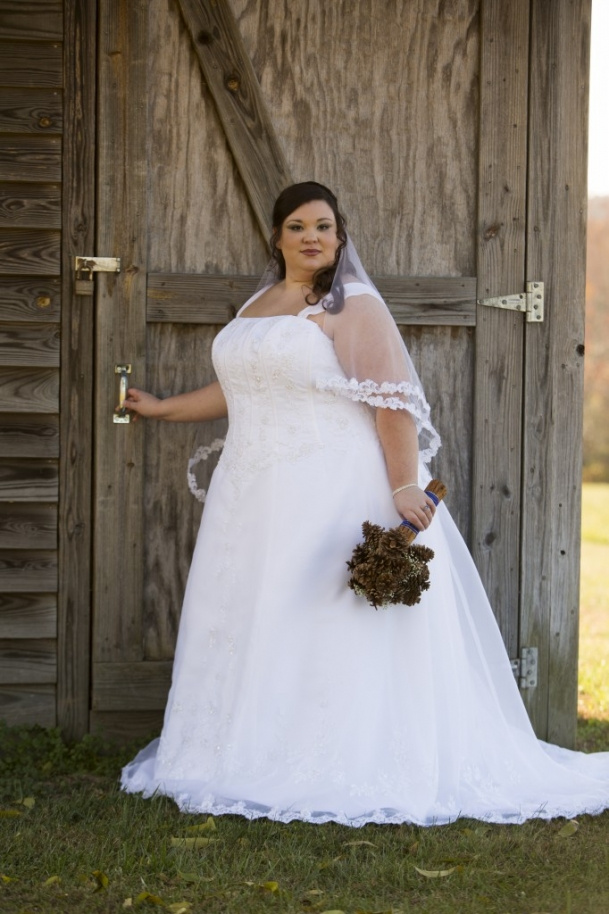 plus size brides, pretty pear bride, plus size bridal magazine