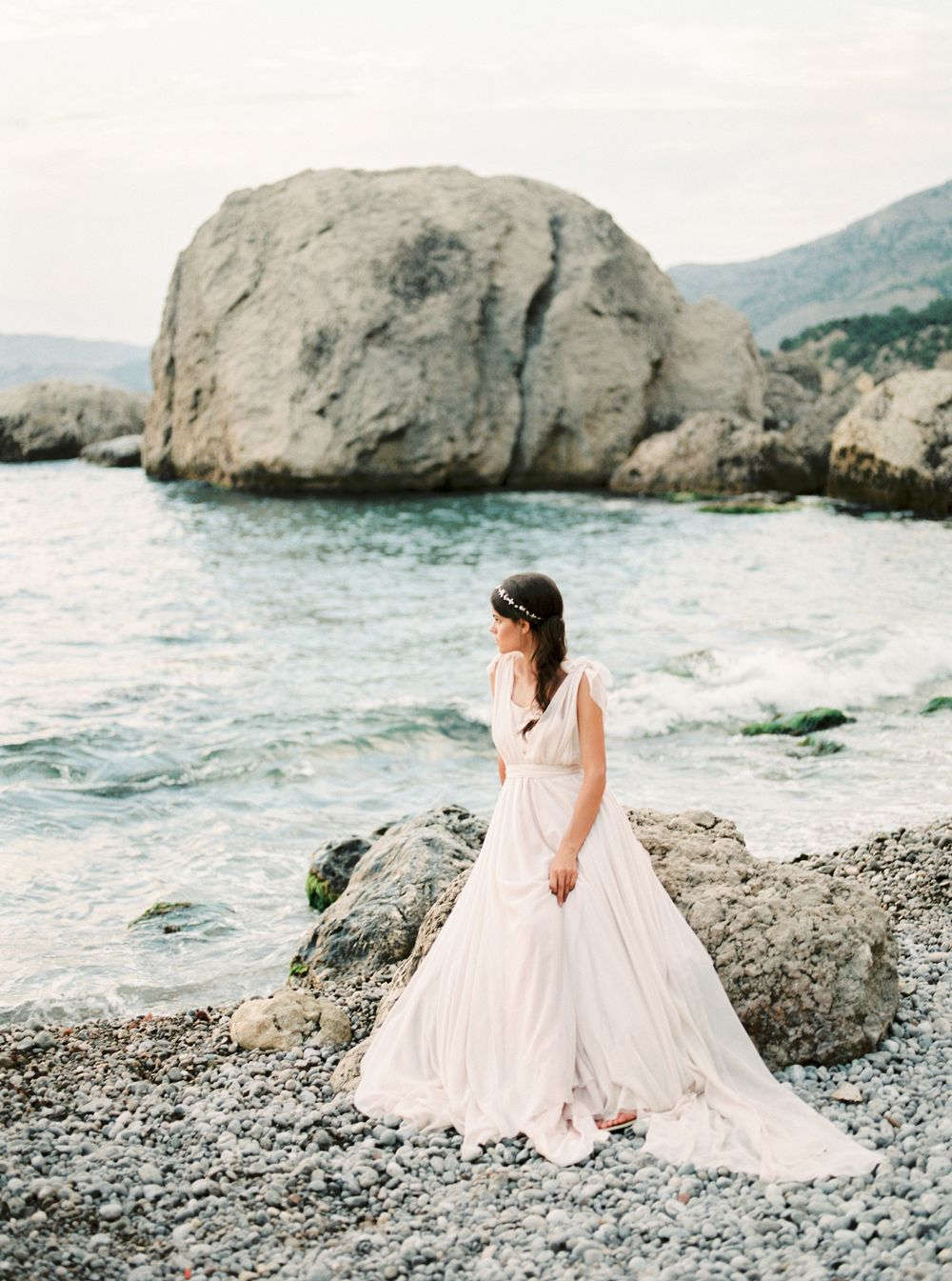 Organic Coastal Bridal Session in Crimea