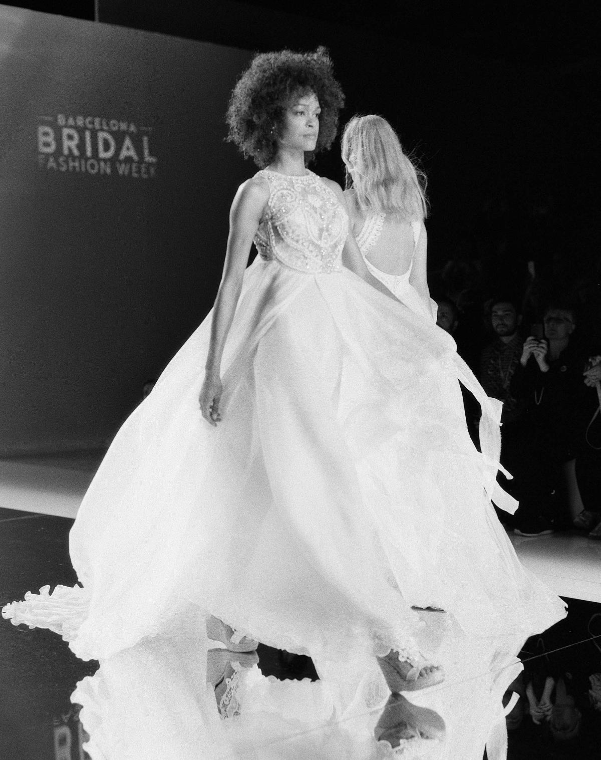 Barcelona Bridal Week - Sara Donaldson Photography - Yolan Cris - Wedding Sparrow