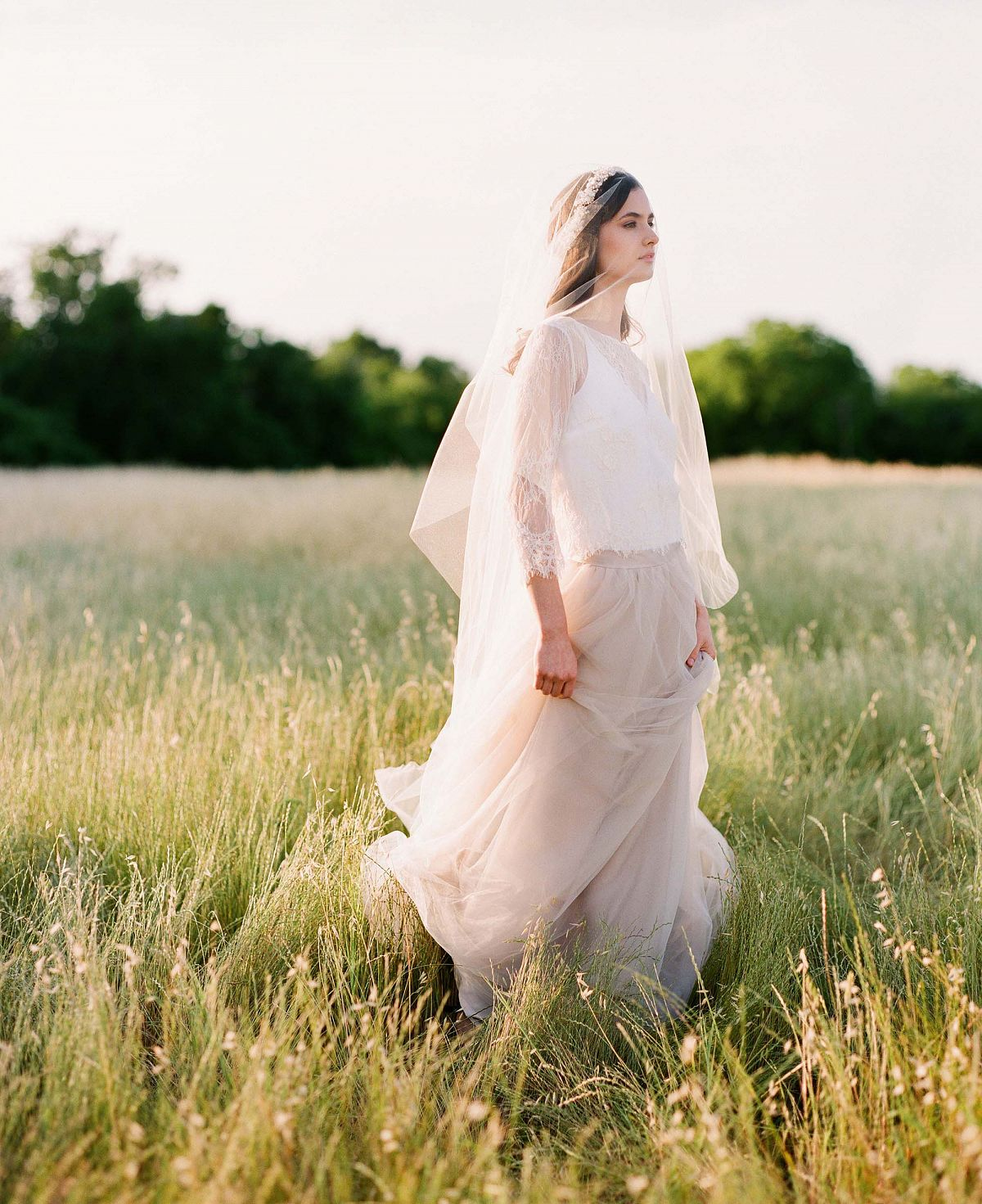 Sara Donaldson Photography - outdoor bridal session | Wedding Sparrow