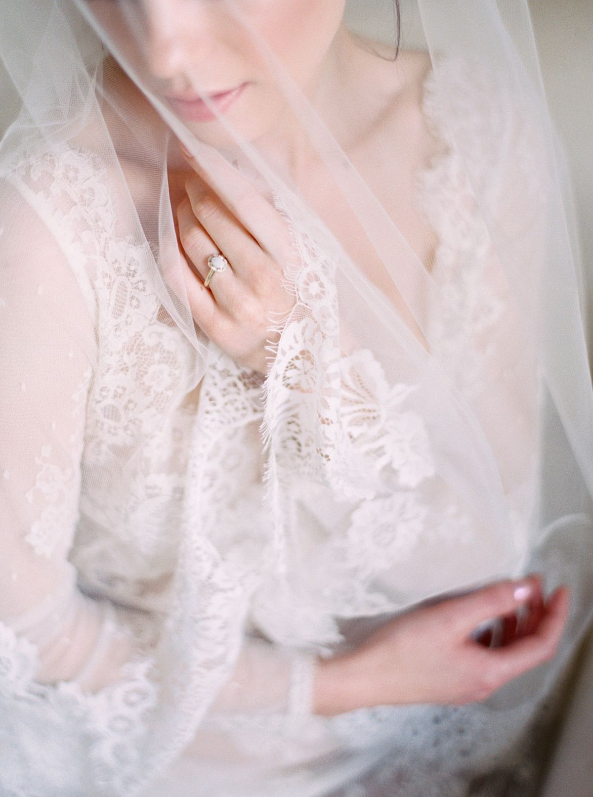 Achieving beautiful boudoir photos by Shannon Moffit Photography | Wedding Sparrow