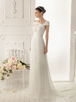 whereas jenny packham wedding dresses are basically luxury and considered one of a type styles which have been world famed