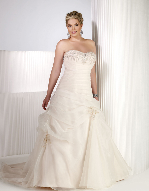 5 Must-Know Wedding Dress Shopping Tips For Plus Size Brides