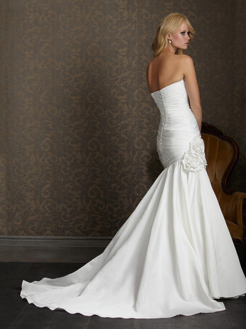 Your Guide to Buying a Corset Wedding Dress - Plus Size Wedding ...