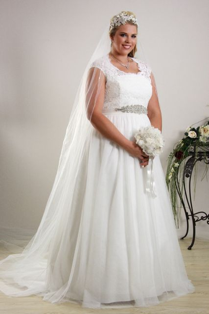 Simple And Soft Wedding Dress For Plus Size Brides | Plus Size ...