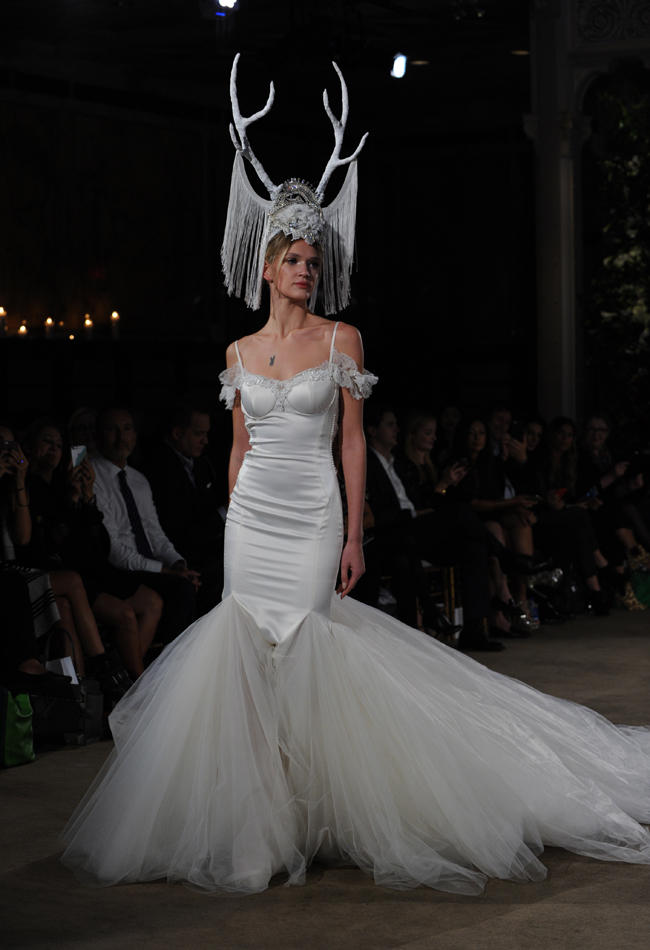 Top10 daring wedding dresses
