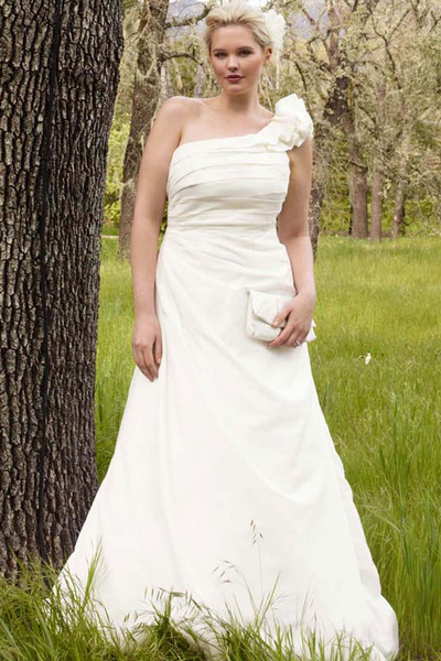 10 simple plus size wedding dresses 07