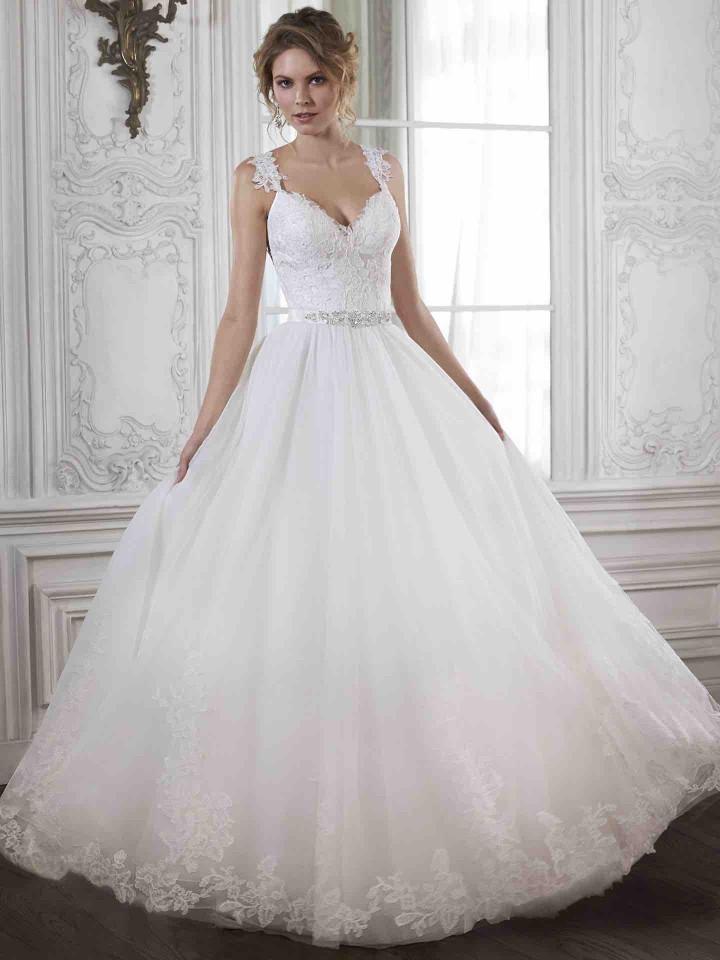 12 Chic and luxury wedding dresses