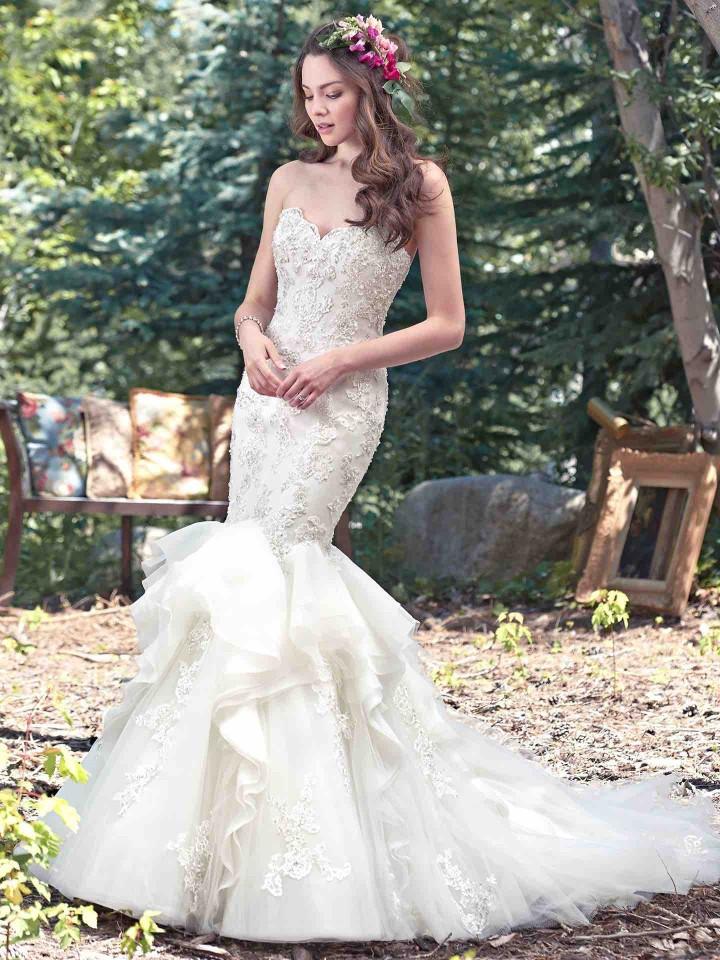 12 Chic and luxury wedding dresses 11