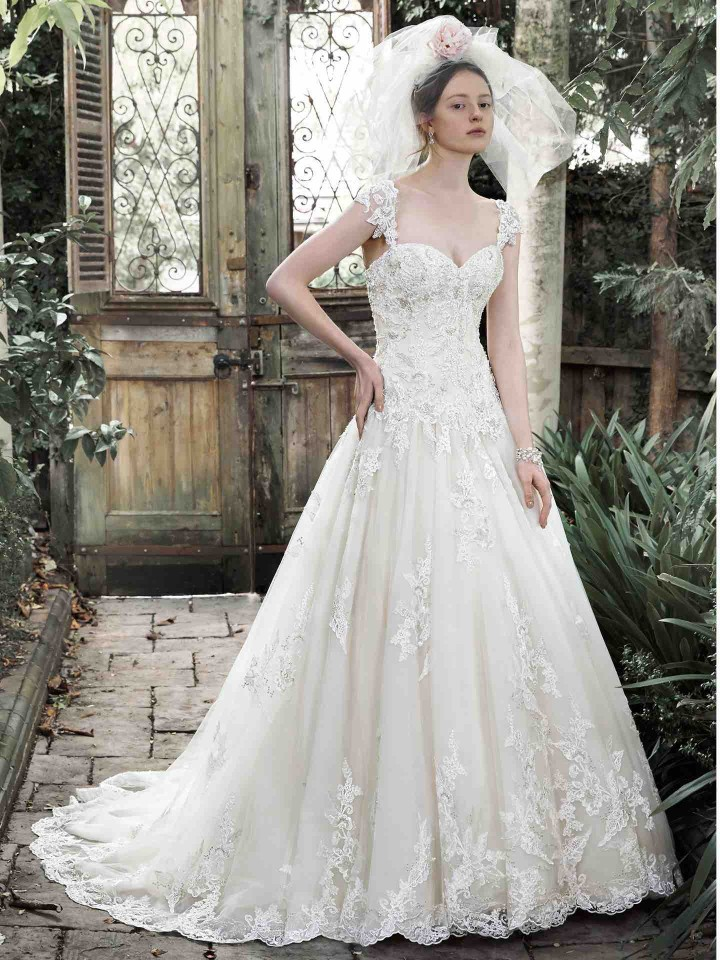 12 Chic and luxury wedding dresses 09