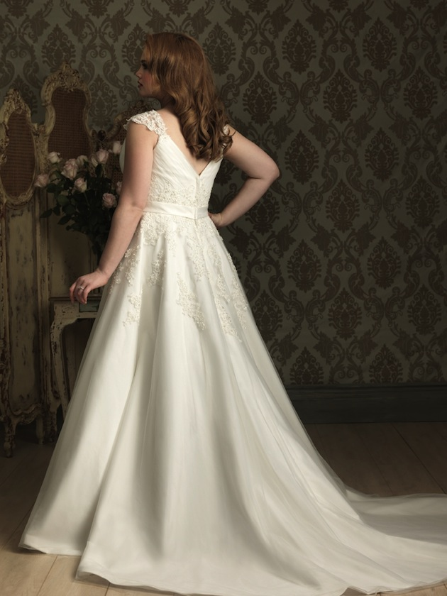 Plus size wedding dresses for curvy girls 09