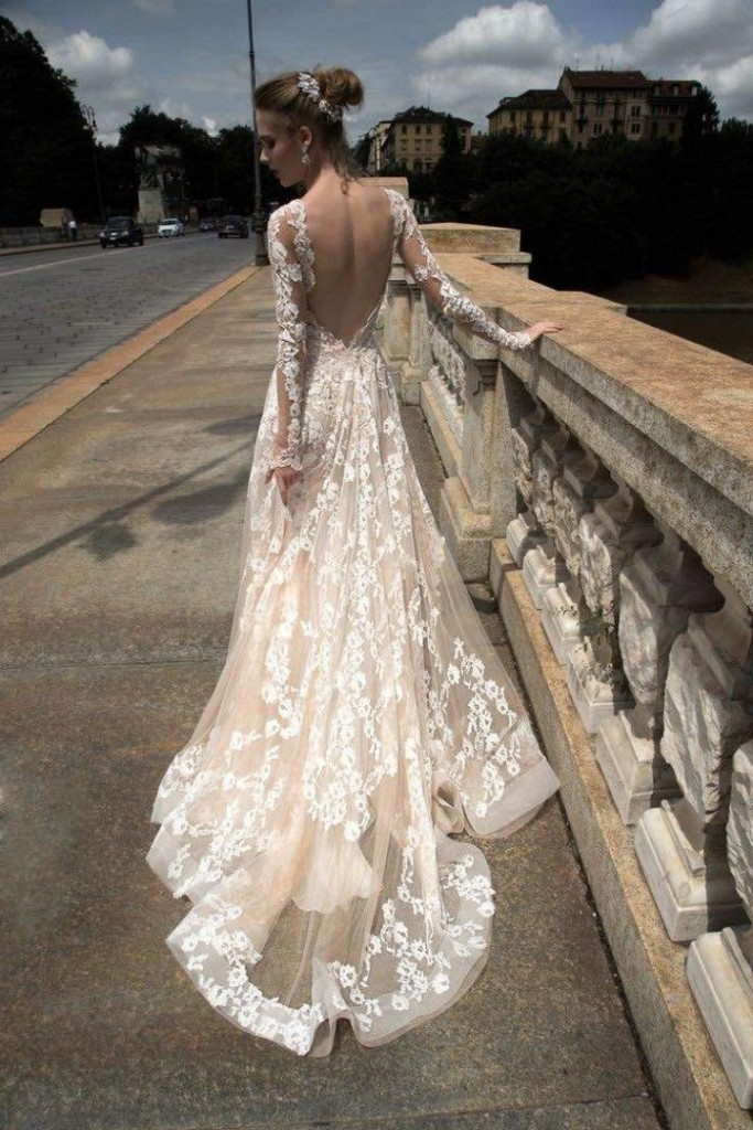 10 low back wedding dresses brides must love