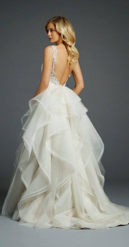 10 low back wedding dresses brides must love 02