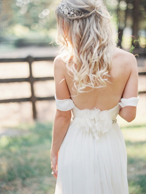 10 low back wedding dresses brides must love 09