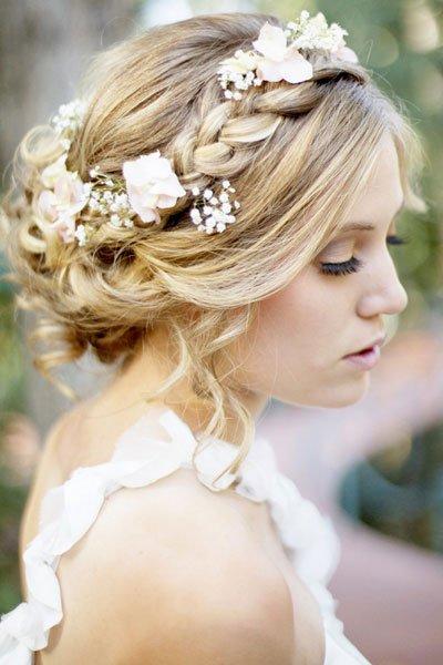 8 ways to wear a beautiful flowers on bride's head 05