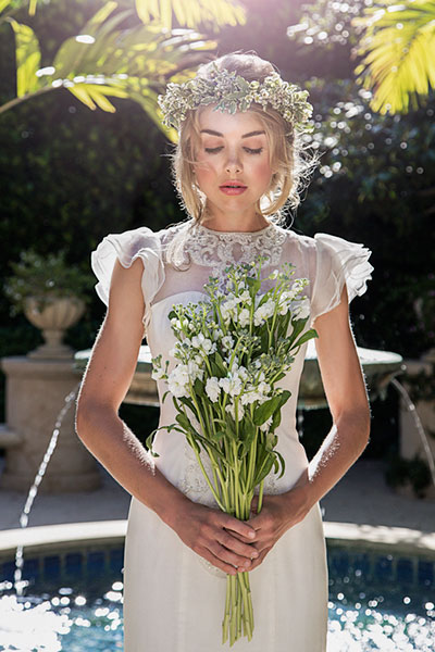 8 ways to wear a beautiful flowers on bride's head 06
