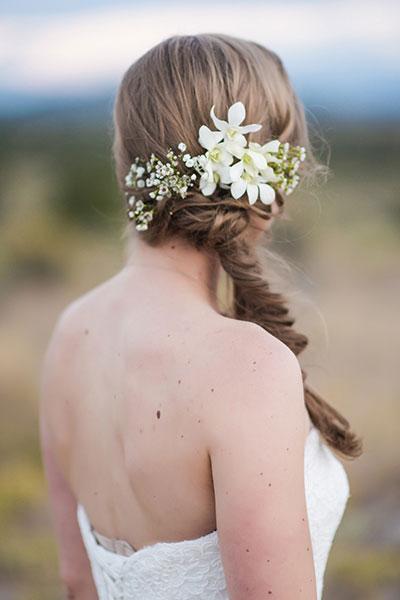 8 ways to wear a beautiful flowers on bride's head 07