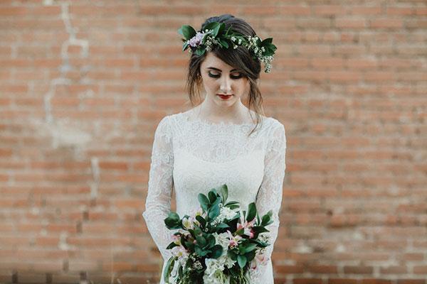 8 ways to wear a beautiful flowers on bride's head 03