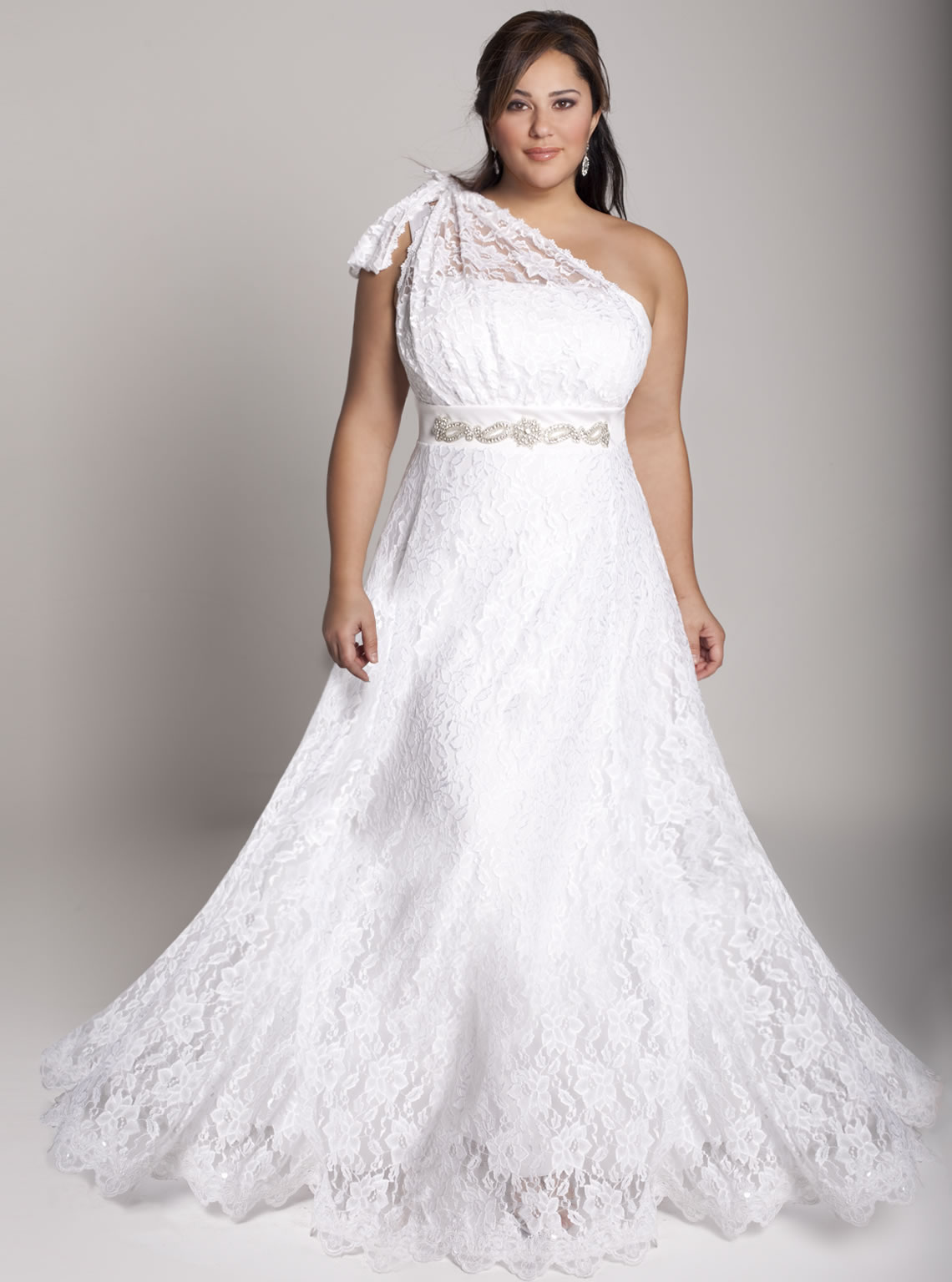10 charming plus size wedding dresses for curvy girls   plus size