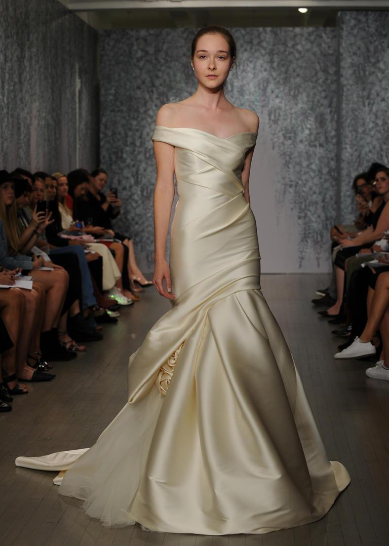 Gorgeous Monique Lhuillier Fall 2016 Wedding Dress Plus Size