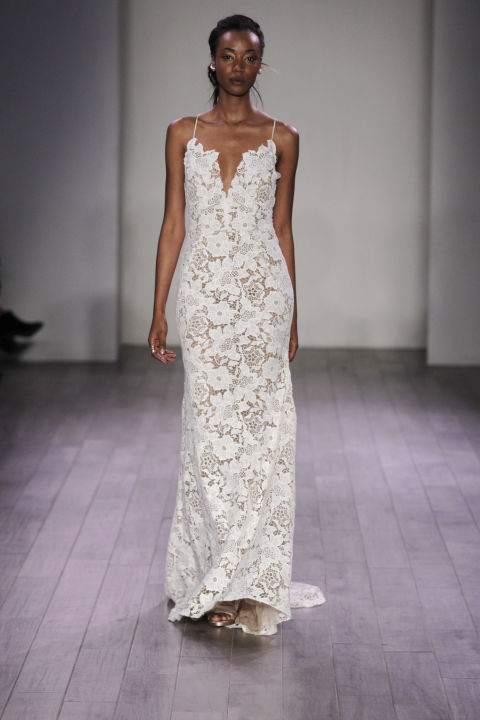 9 sexy wedding dresses for this fall season 02