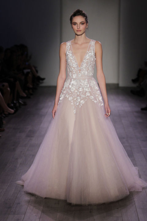 9 sexy wedding dresses for this fall season 03