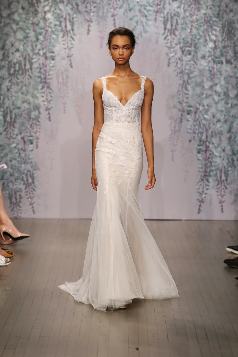 9 sexy wedding dresses for this fall season 05