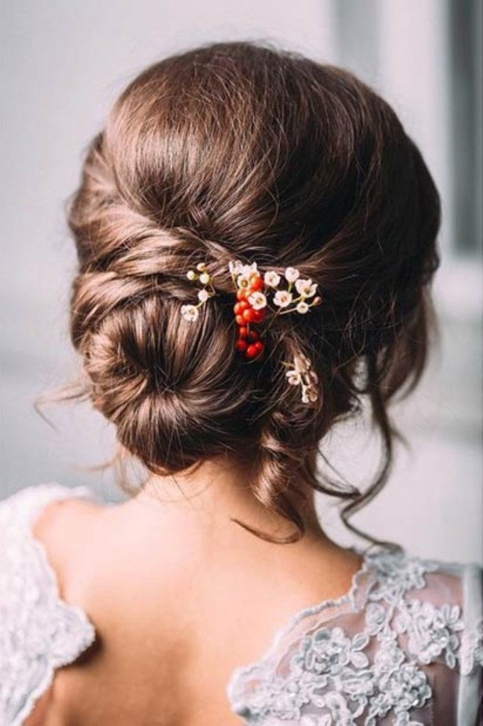 Beautiful hairstyle for elegant bride 07