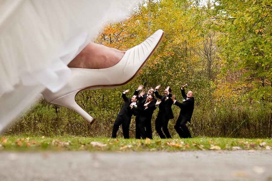 9 Funny Wedding Photos With Guests That Never Fade - Plus Size ...