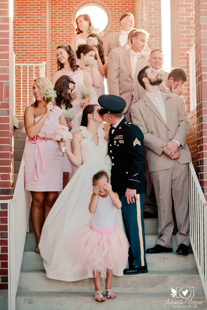 9 Funny Wedding Photos With Guests That Never Fade Plus Size Wedding Dress Reviews