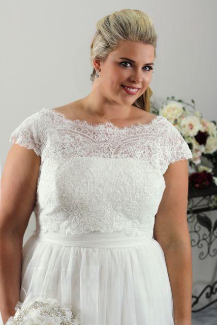 Elegant and simple wedding dress for curve brides 05