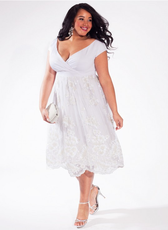 Plus size wedding dresses for curvy girls 08
