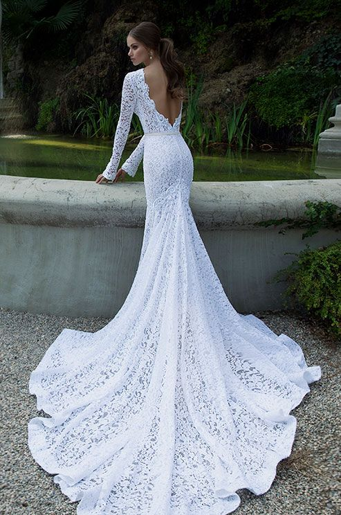 10 low back wedding dresses brides must love 07