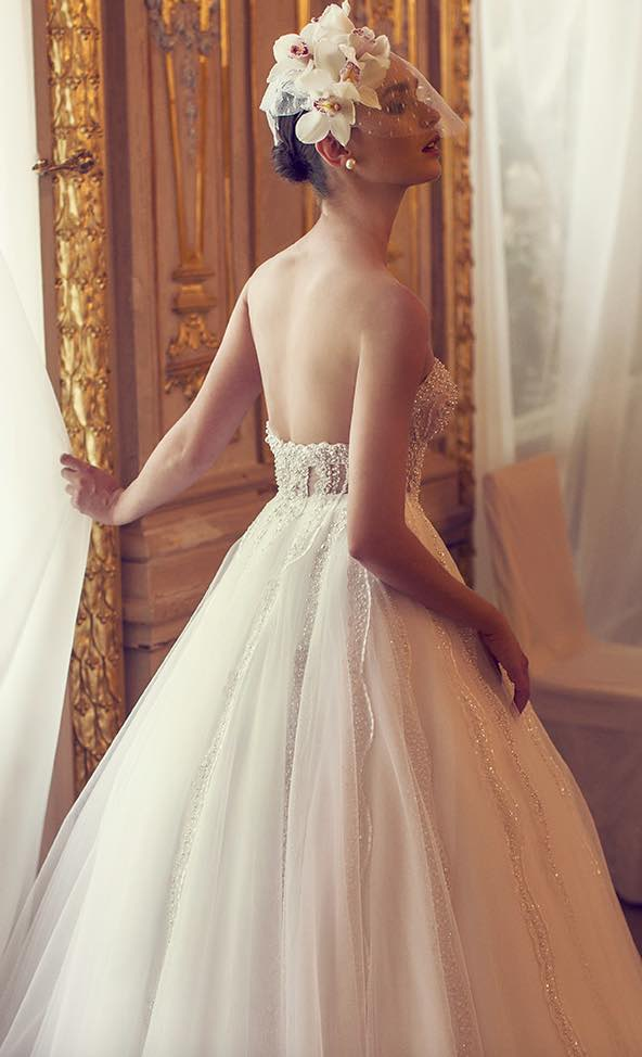10 striking romantic wedding dresses 07