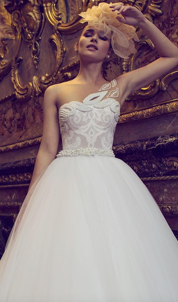 10 striking romantic wedding dresses 04