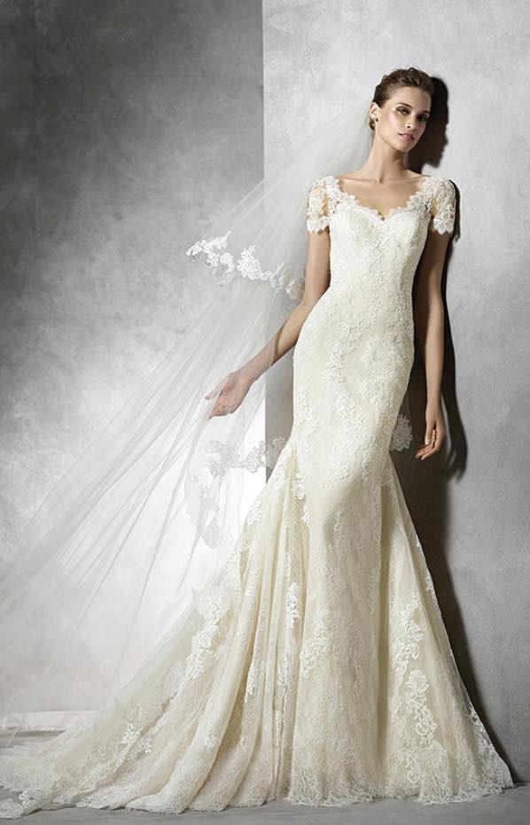 10 striking romantic wedding dresses 09