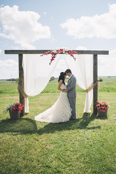 Romantic backyard wedding ideas 02