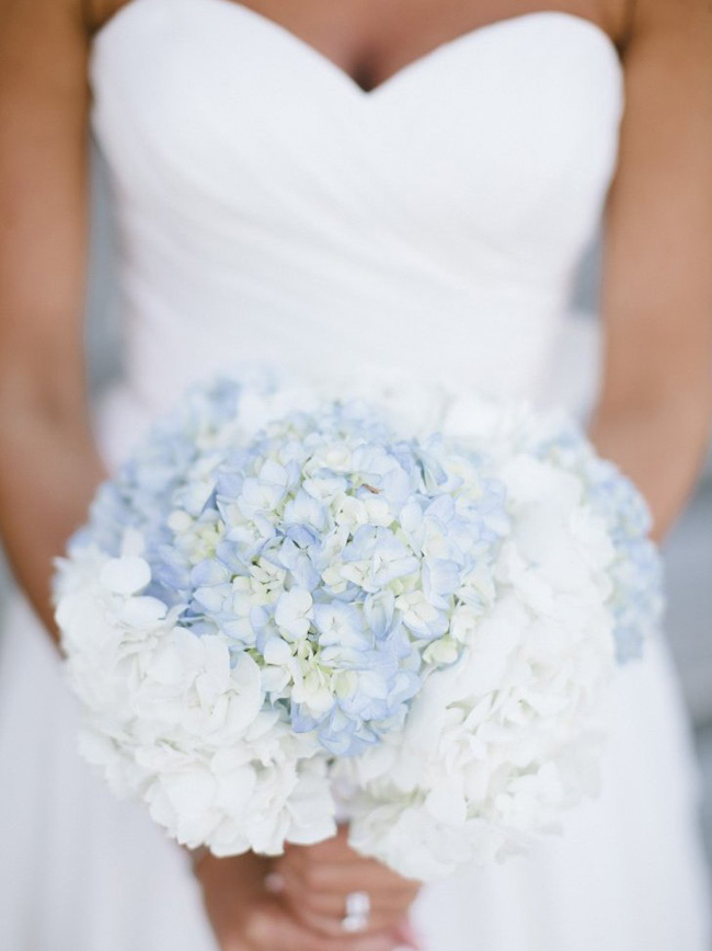 Elegant blue wedding bouquets 02