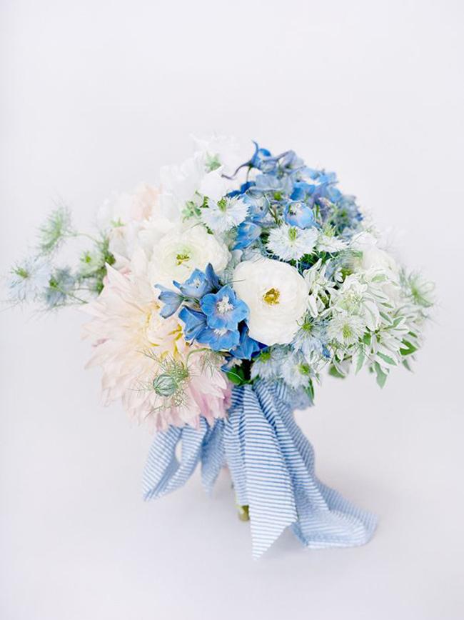 Elegant blue wedding bouquets 04