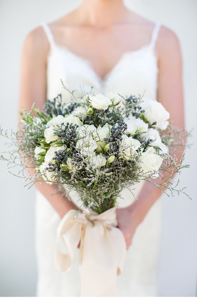 8 blue wedding bouquets that look chic 06