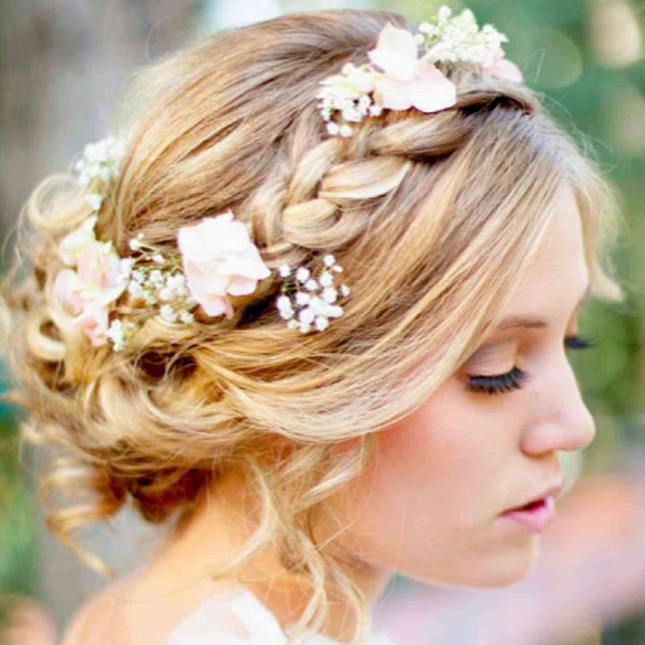 Beautiful hairstyle for elegant bride