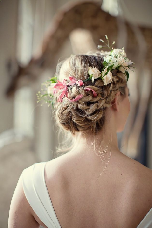 Beautiful hairstyle for elegant bride 05