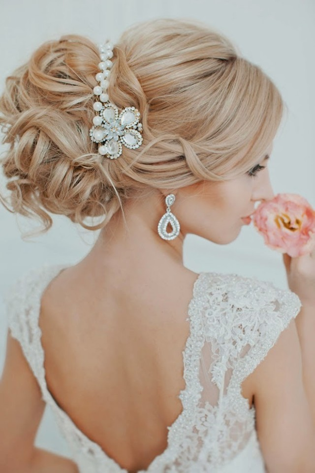 Beautiful hairstyle for elegant bride 04